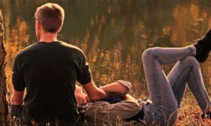 Wie du einen Kerl dazu bringst, dir nachzujagen, indem du männliche Psychologie nutzt